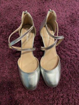 Silberne Sandalen mit Absatz