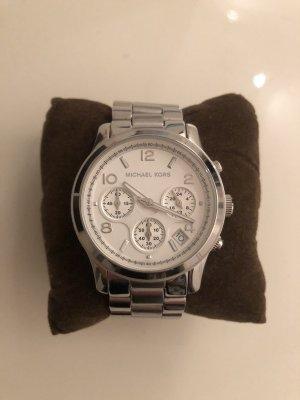 Silberne Uhr von Michael Kors