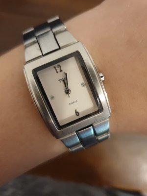 silberne Uhr von TCM