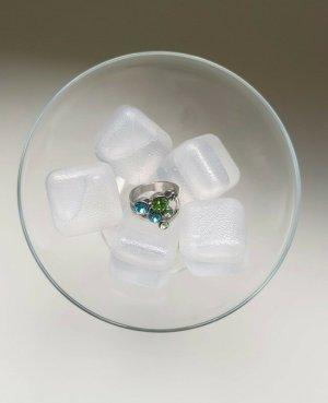 Silberner Ring mit grün-blauen Steinchen