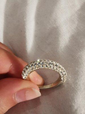 silberner Ring mit Steinen