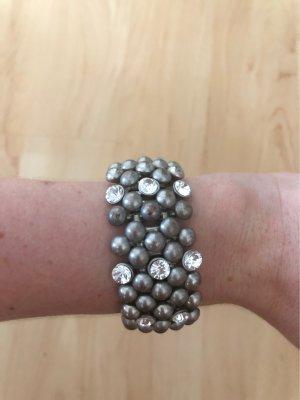 Silbernes Armband mit Steinchen