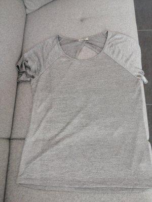 silbernes Shirt mit Rückenausschnitt