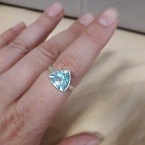 Silberring mit blauem Topas aus Indien,  Gr.  19