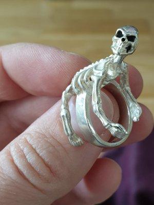 Silberring mit Skelett