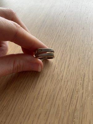 Silberring mit Steinchen