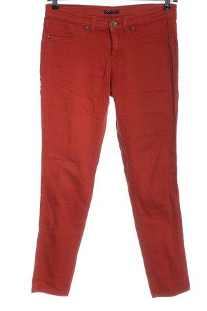 Sisley Vaquero pitillo rojo look casual