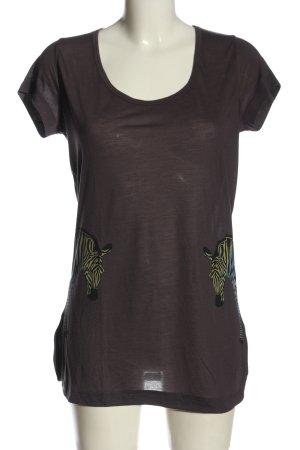 Sisterhood T-Shirt themed print casual look