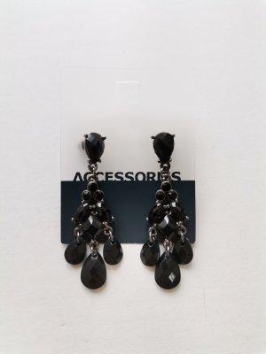 Six Ohrhänger Ohrringe mit schwarzen Schmucksteinen