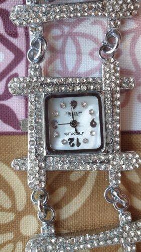 Montre avec bracelet métallique blanc-argenté