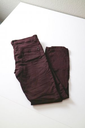Skinny Jeans Gr. 38 dunkel bordeaux mit Ziernähten