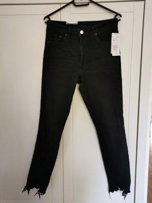 Skinny Jeans im Destroyed Look neu
