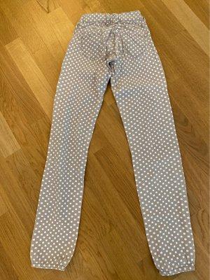 Skinny Jeans in beige mit weiße  Punkten