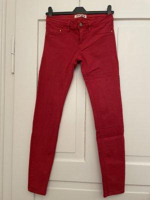 Skinny Jeans in schönem Rot
