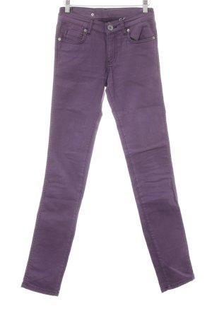 Skinny Jeans lila Street-Fashion-Look