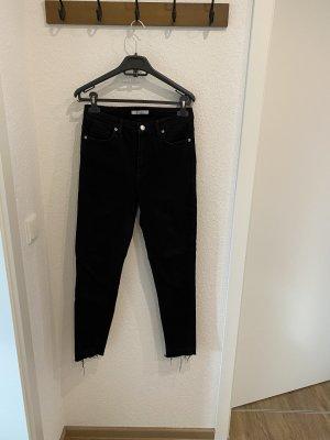 Skinny Jeans mit ausgefranstem Saum