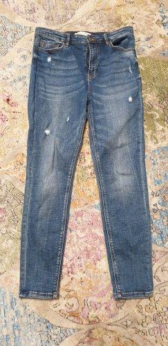 Skinny-Jeans mit extra hohem Bund und Destroyed-Effekt, Größe 42, von Stradivarius