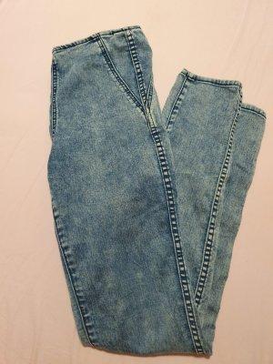 skinny Jeans mit Reißverschluss am Po
