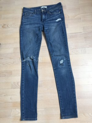 Skinny Jeans mit Riss am Knie