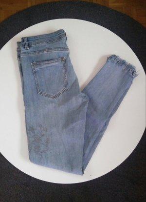 Skinny Jeans mit Steinchen von Zara