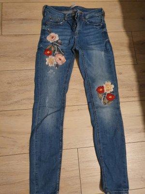 Skinny Jeans von Zara mit Blumen-Muster