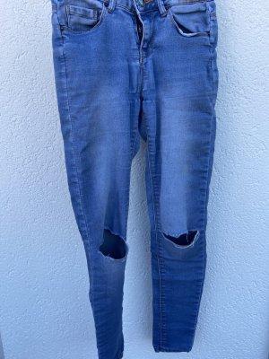 Skinny Röhren Jeans mit Rissen