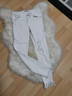 Skinnyjeans von Zara, Weiße Jeanshose mit Rissen, Must Have