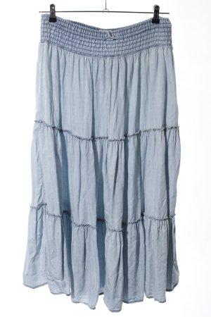 Falda con volantes azul look casual