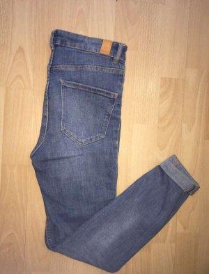 Slim-Fit Jeans mit Hohem Bund (zara)