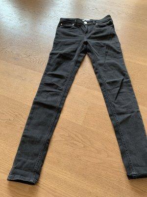 Slim Jeans in schwarz von Sandro Paris