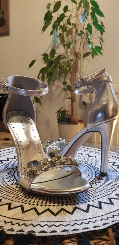 Catwalk Strapped pumps silver-colored