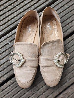 Pantofel kremowy-jasnobeżowy