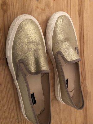 Slipper gold
