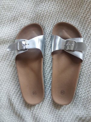 Slipper in Metallic Silber