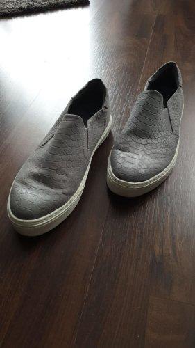Slipper in silber grau