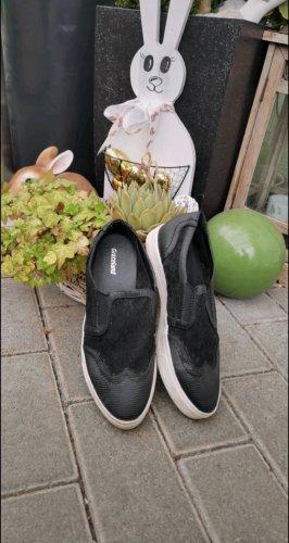 slippers graceland