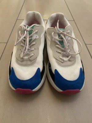 Sneaker 90er Stil
