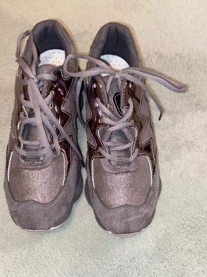 0039 Italy Zapatillas con tacón gris