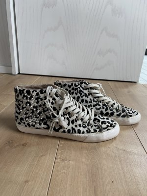 Sneaker aus ponyfell