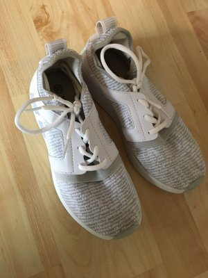 -8- Venice Lace-Up Sneaker white