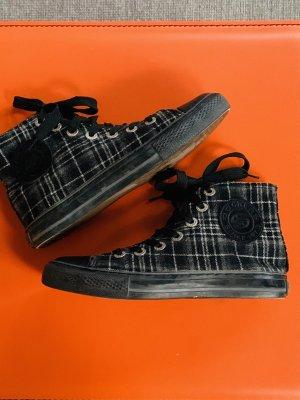 Sneaker für den Herbst schwarz-weiß kariert