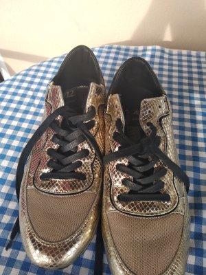 sneaker gold.