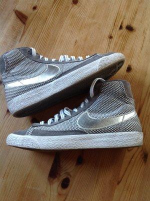 Sneaker grau-Silber Nike