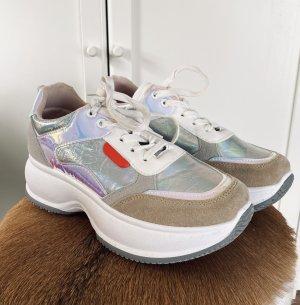 Sneaker (Größe 39)