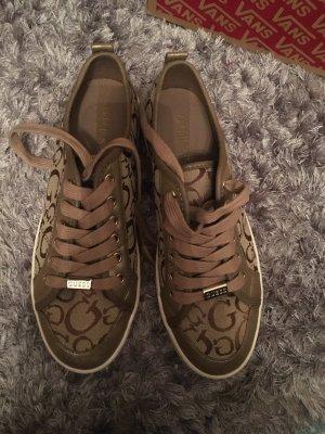 Sneaker Guess