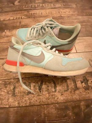 Sneaker in Hellblau von Nike