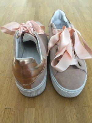 Sneaker in rosa mit Schleife