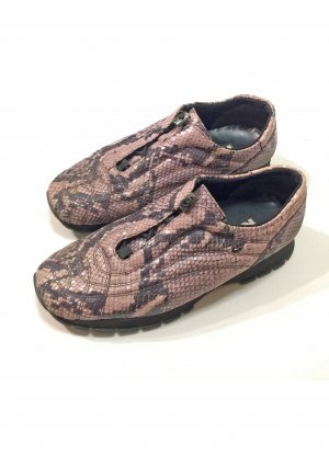 Sneaker in Schlangenleder-Optik, Größe 39