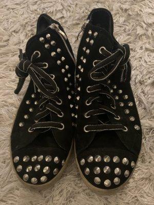 Sneaker mit Nieten (39) schwarz