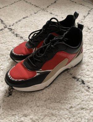 Sneaker mit roten Details flache Schuhe mehrfarbig Größe 40